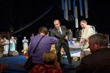 Губернатор Иркутской области Сергей Левченко на премьерном показе спектакля «Прощание с Матёрой»